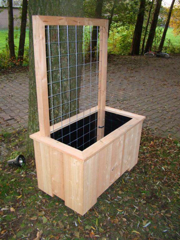 Houten Bloembak Op Wielen.Bloembak Lariks Met Klimop Rek 100x60x60cm F C Tuindecoratie
